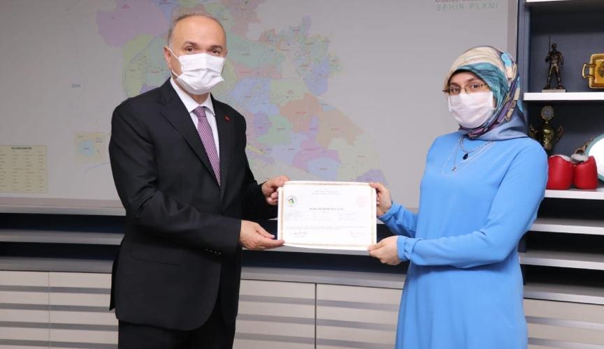 Faruk özlü sertifika dağıtımı